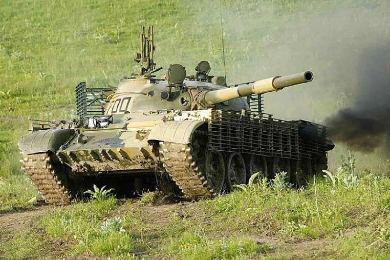 Т-62 с дополнительными противокумулятивными экранами, вид спереди