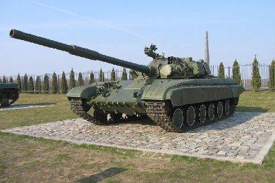 Средний танк Т-64 стоит в музее